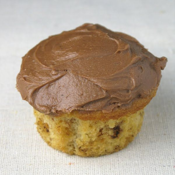 butterfinger cupcakes with chocolate ganache buttercream