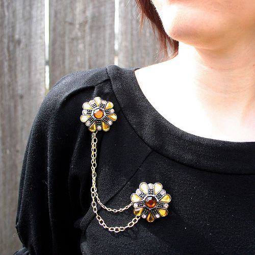 Awesome tutorial for creating a Joan (from Mad Men) inspired brooch. I absolutley LOVE it!