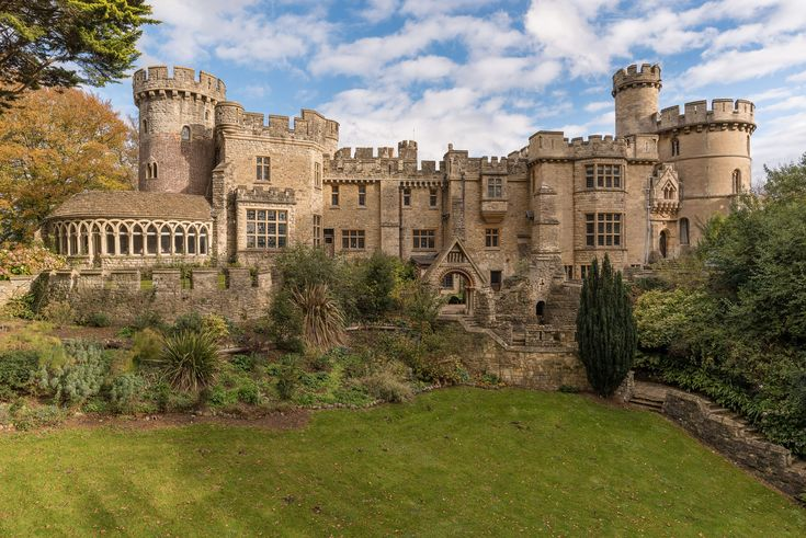 A Grand English Castle in the Wiltshire Countrysid…