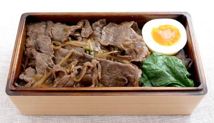 黒毛和牛時雨煮重(玄米ご飯180g、実山椒)、にぬき、ほうれん草焼き舞茸(ポン酢別添)、野菜スープ