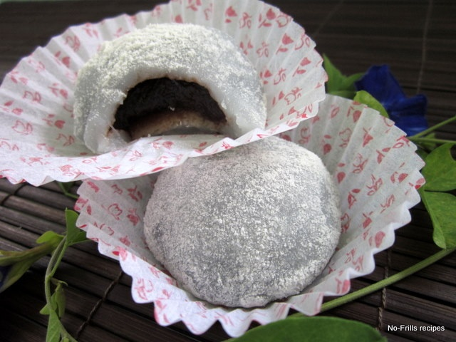 MOCHI  Chinese and Japanese IndonesianSweet rice cakeRice flour based cake filled with peanuts paste, sometimes sprinkled with sesame seeds.