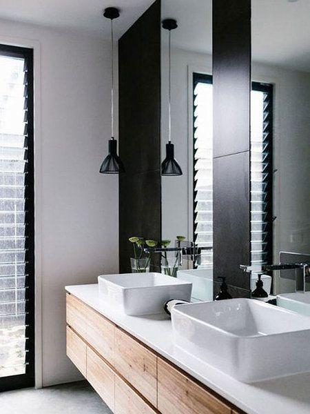 Baño doble en blanco, negro y madera