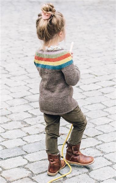 1509: Design 16 Jakke med rundt bærestykke #strikk #knit #ull #wool #SandnesGarn