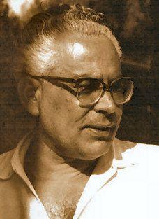 Leonardo Sinisgalli (Montemurro, 9 marzo 1908 – Roma, 31 gennaio 1981) è stato un poeta, ingegnere e pubblicitario italiano. È noto come Il poeta ingegnere o Il poeta delle due muse, per il fatto che in tutte le sue opere ha sempre fatto convivere cultura umanistica e cultura scientifica.
