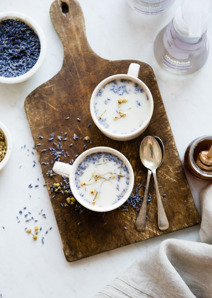 De-Stress With This Calming Chamomile Lavender Latte #methodle | http://helloglow.co/chamomile-lavender-latte/