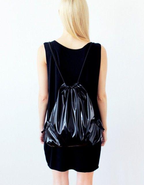 czarny worek/plecak wykonany z grubego i bardzo wytrzymałego lateksu Wodoodporny regulowana długość uszu geometryczna…