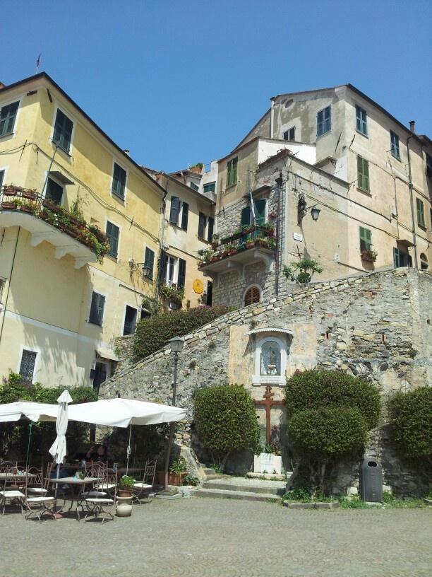 #Cervo vista verso il borgo (uno dei più belli d'Italia) #Liguria da sogno