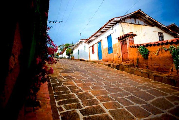 Colombia - Calle empedrada, Barichara Santander.