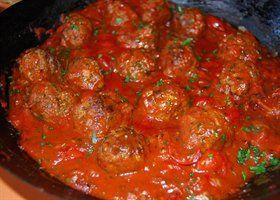 Selder met balletjes in tomatensaus