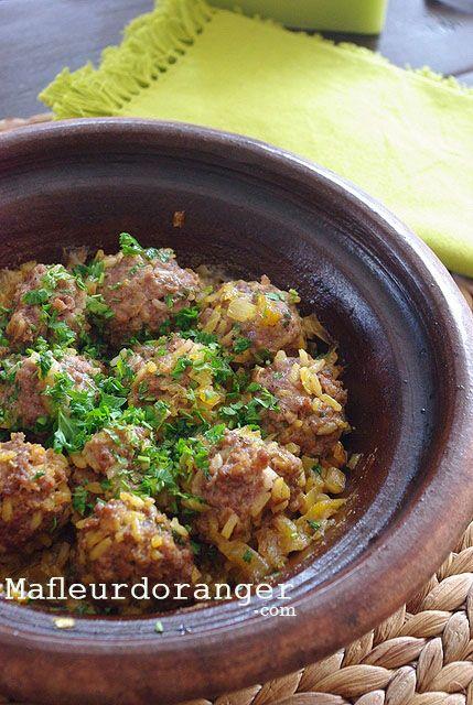 Un Tajine originaire de la ville de Rabat qu'on appelle localement (Kefta hrech). Un plat familale, qu'une fois essayé, je suis sûre vous allez l'adopter parcequ'il est facile, rapide et surtout très savoureux ! Dans cette recette, j'ai mis du riz déjà...