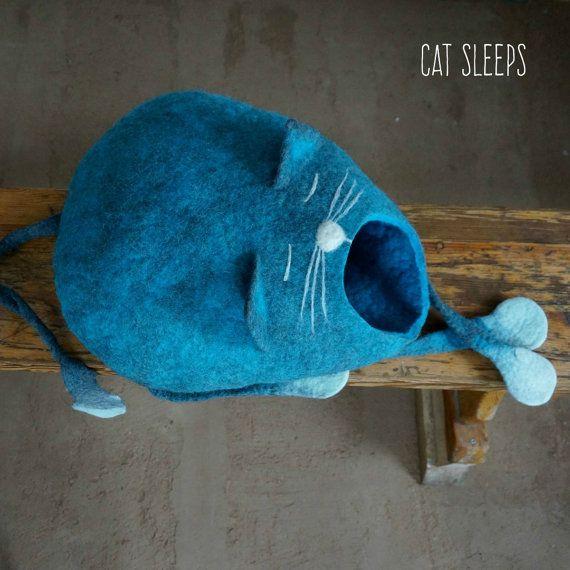Kat bed / kat grot / kat huis / Gevilte kat huis - slaperige kat!