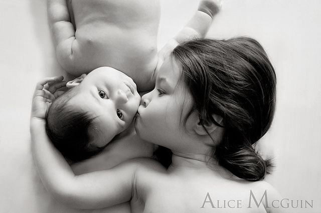 smoochPictures Ideas, Photos Ideas, Sibling Photos, Siblings Pics, Big Sisters, Baby, Siblings Pictures, Photography Ideas, Siblings Photos