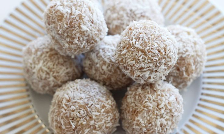 Rohe und vegane Mandel-Kokos-Kugeln