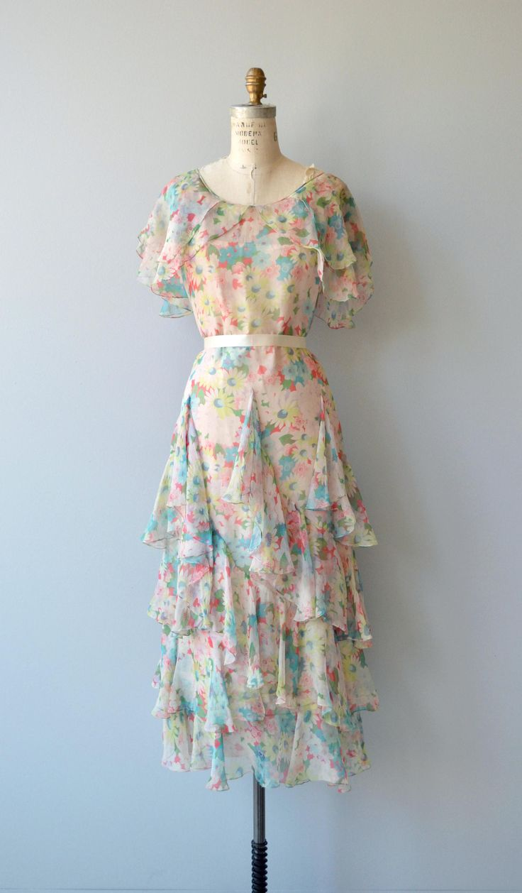 Antique 1920s pastel floral silk chiffon dress with tiered skirt, unfitted shape and double ruffled shoulders. Shown with simple ribbon around the waist, not included.  --- M E A S U R E M E N T S ---  fits like: small bust: best fit up to 33 waist: best fit up to 29 hip: 38 length: 51 brand/maker: n/a condition: excellent  to ensure a good fit, please read the sizing guide: http://www.etsy.com/shop/DearGolden/policy  ✩ layaway is available for this item  ✩ ...