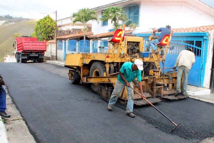 Vias en municipio Carrizal están siendo recuperadas Como parte del mantenimiento preventivo en la vialidad, la Dirección de Infraestructura y mantenimiento Comunal se encuentra trabajando en la escarificación y asfaltado en varias vías del casco del municipio Carrizal   http://wp.me/p6HjOv-3iW ConstruyenPais.com
