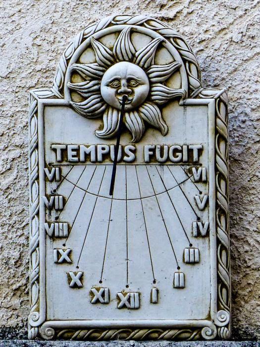 Cadran solaire à Mane (Alpes de Haute Provence) - France