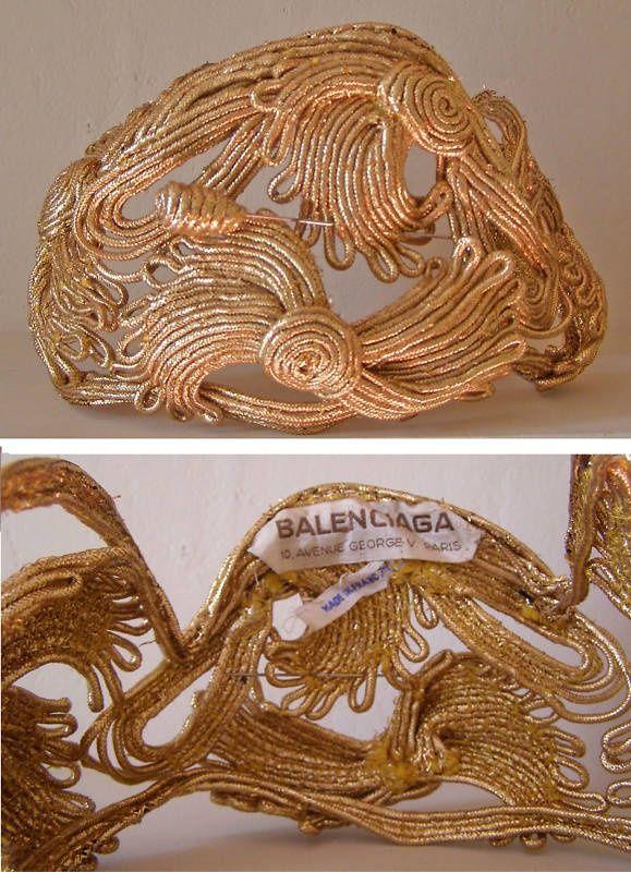 Antiguo tocado dorado. Balenciaga. #Vintage