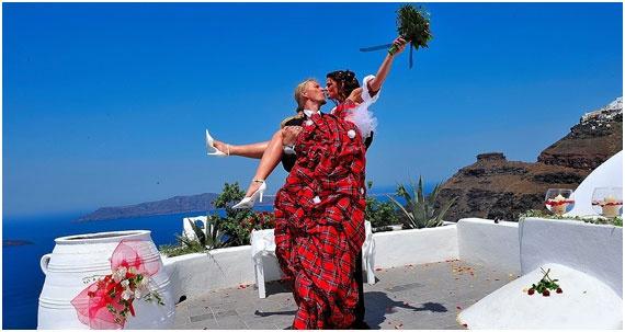 Heiraten in Griechenland an der Caldera auf Santorin - romantischer geht es kaum