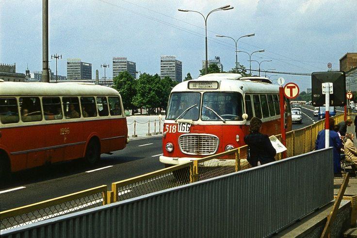 Warszawa lata 70 - autobus linii 166 przy Domach Centrum i placu Defilad
