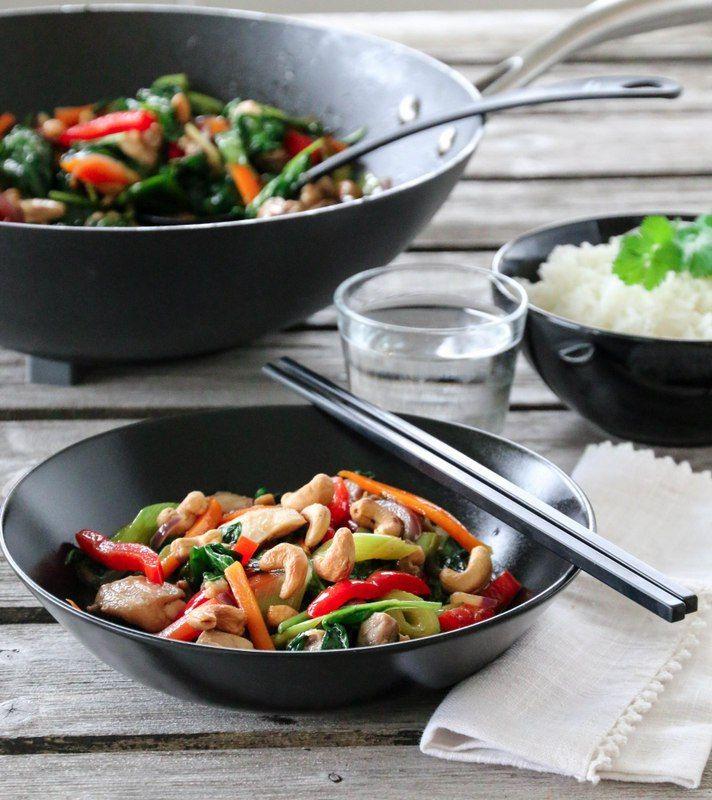 Kjappe, enkle og smakfulle kyllingretter er alltid kjærkommen i en hektisk hverdag, som for eksempel denne woken.