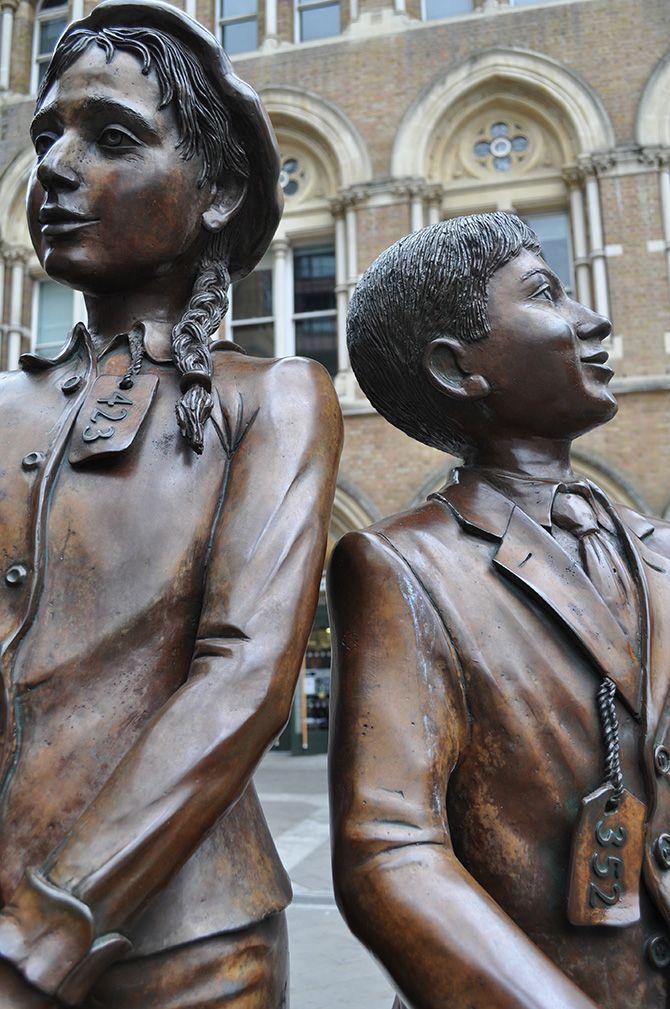 Children of the Kindertransport statue, Liverpool Street