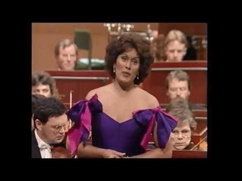 """▶ Kiri te Kanawa - """"Un bel di vedremo"""" - Madama Butterfly - YouTube"""