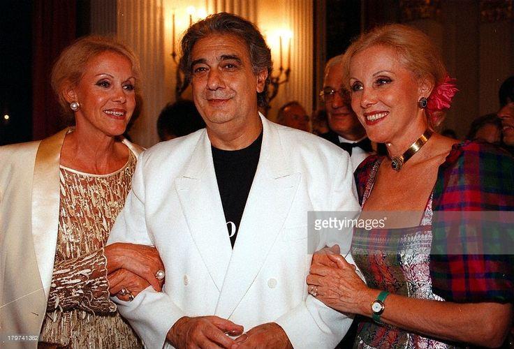 Placido Domingo mit den Zwillingen Ellen und Alice;Kessler, 'Die Walküre' von Richard Wagner,;'Münchner Opern-Festspiele 98',
