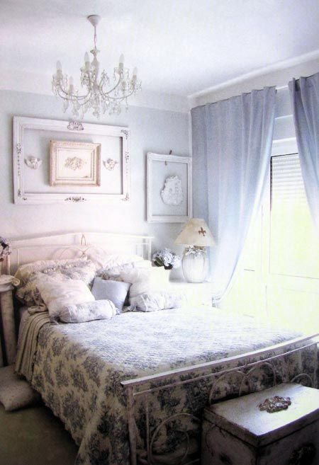 BLUE SHABBY CHIC BEDROOM like the frame over bed