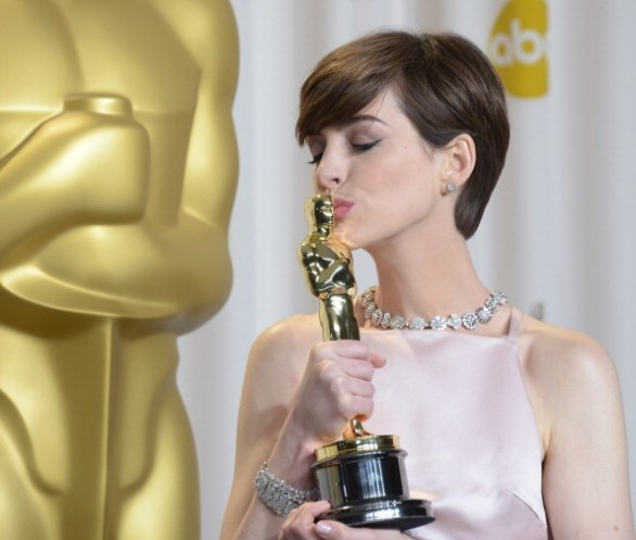Best Supporting Actress : Anne Hathaway