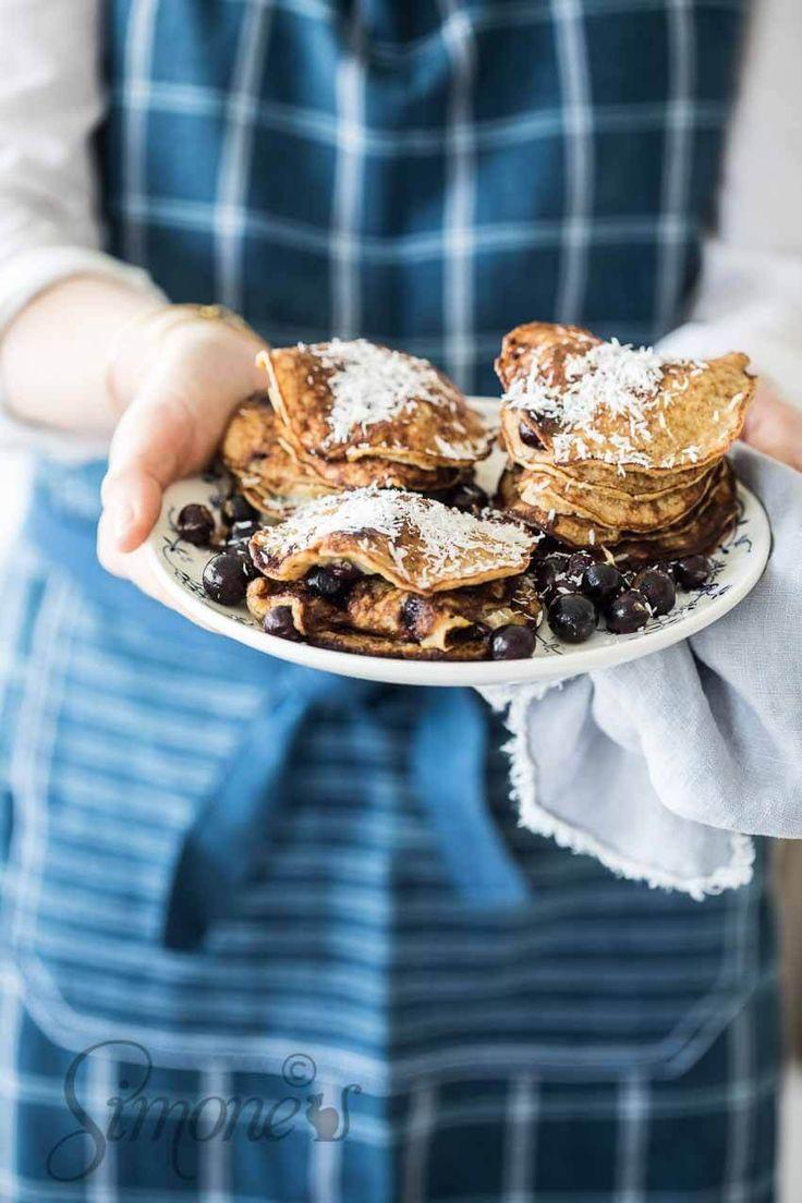 Je kunt nooit genoeg variaties van lekkere pannenkoeken hebben toch? Daarom dit keer deze kokos banaan pannenkoekjes. Glutenvrij!