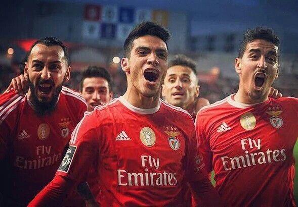 Benfica gana con un gran gol de Raul Jimenez