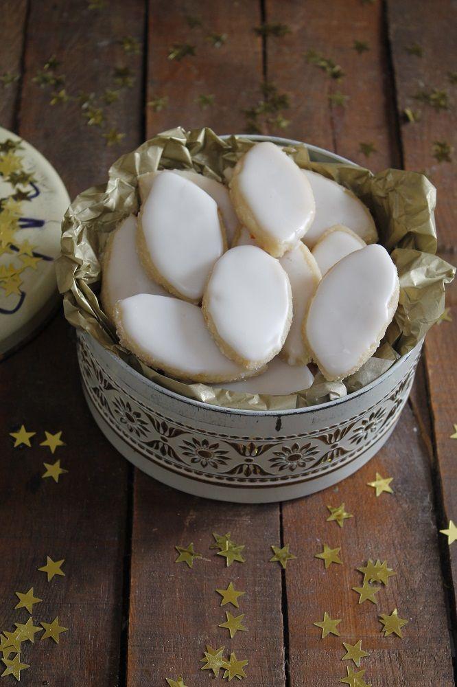El calisson en un dulce típico francés, aunque originariamente es de Aix-en-Provence, una ciudad situada en la Provenza francesa y que...