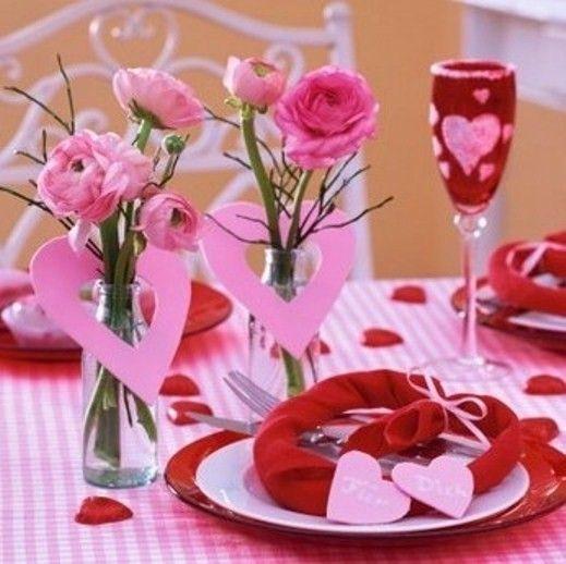 Coeurs de papier et des verres décorés