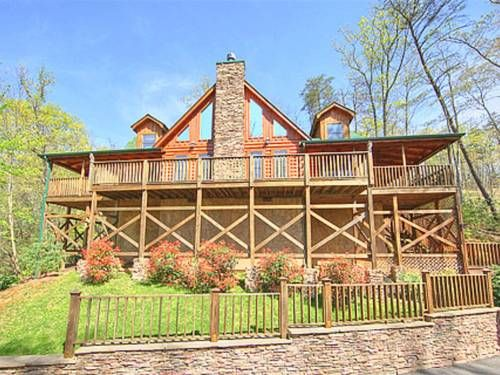Bearfoot Lodge #420 Holiday home Gatlinburg (Tennessee) Bearfoot Lodge #420 Holiday home offers accommodation in Greystone Heights, 1.6 km from Gatlinburg and 8 km from Pigeon Forge. Guests benefit from balcony. There is a dining area and a kitchen as well as a private bathroom.