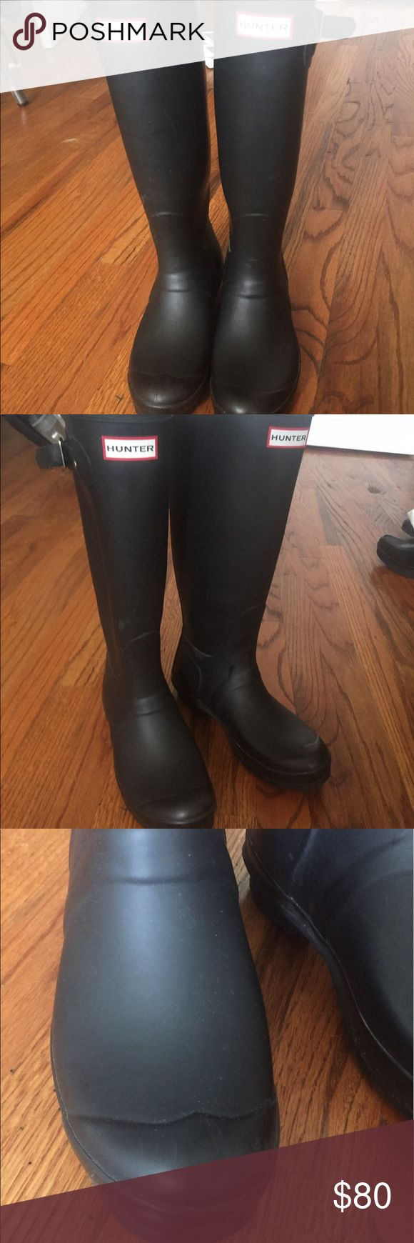 Classic Black Hunter Wellies tall rubber boots 37 These are the original, classic real deal Hunter wellingtons. These are a size 7 and fit true to size, with maybe just a little bit of wiggle room for thick socks. They're gently worn - wear as shown in the pictures. It's all wear that would be expected on a pair of boots, but I'm still very open to negotiating on price on these. They're matte black and look super cute with skinny jeans & a sweater. There's really no wrong move here - they…