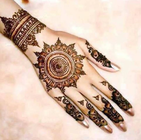 i really like the middle and the end part of the mehndi design