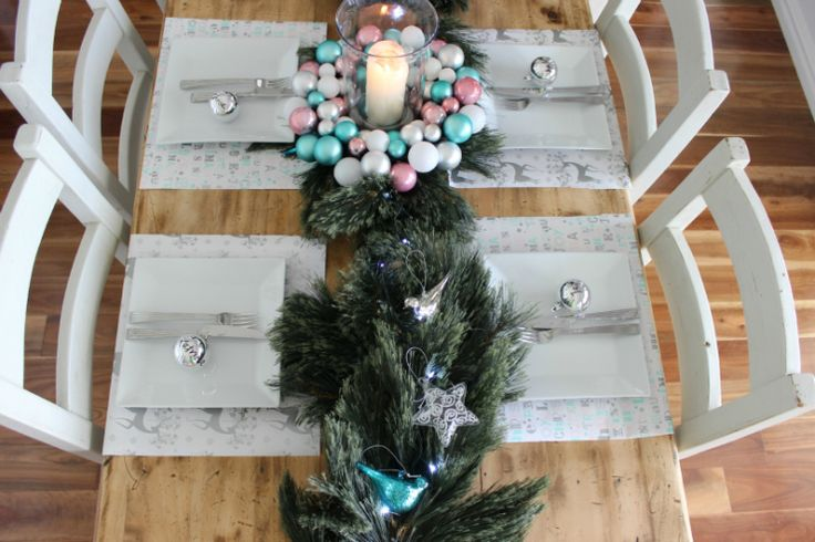 Simple and easy Christmas table decorating