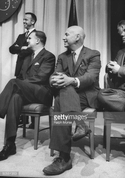chief-james-e-webb-and-mercury-project-director-robert-r-gilruth-at-a-picture-id50551353 (420×594)