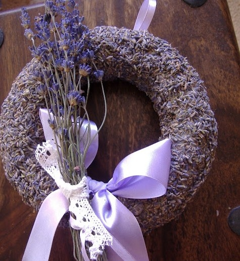 How To Make A Lavender Wreath - easy project using a wreath form, glue and lavender buds.