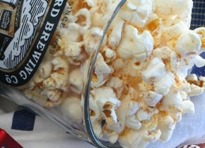 spicy cinnamon-sugar popcorn GREAT for Halloween !
