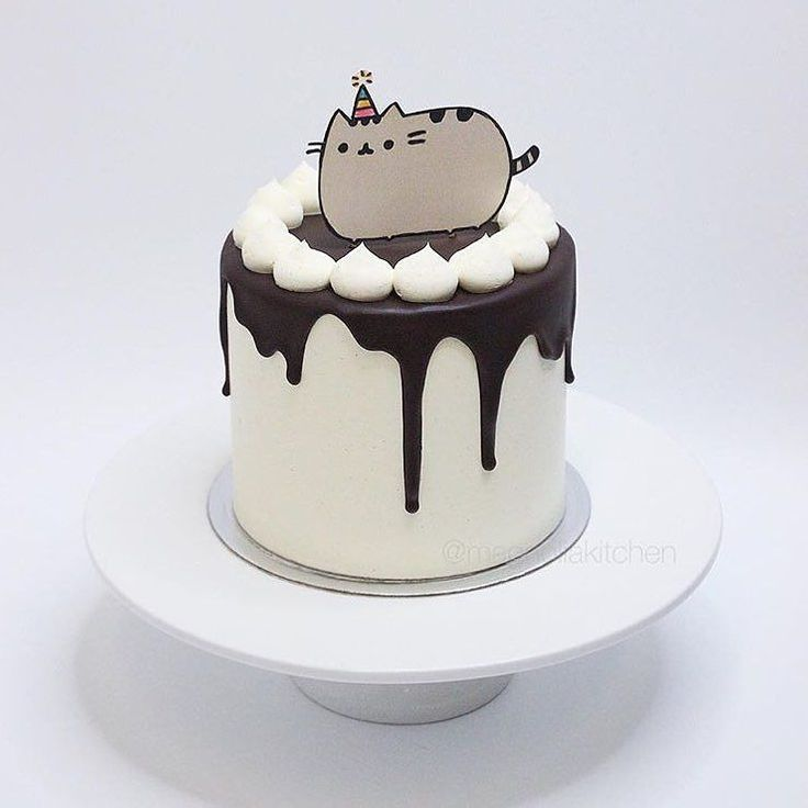 The place to be on a Saturday night  beautiful cake by @magnoliakitchen  by pusheen