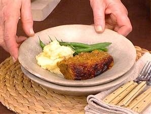 Martha Stewart prepares her mother's meatloaf.  This actually looked pretty good!!!