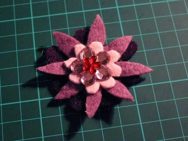 Como hacer flores de fieltro: Projects, Felti Flowers, Ide Flor, Flowers Accessories, Flore De, Hacer Flores, Flowers, Felt Flowers