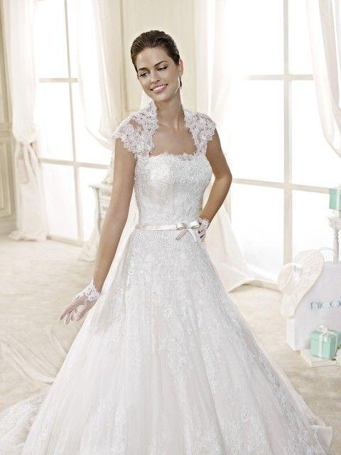 Romantické svadobné šaty krajkové, s A-sukňou a mašličkou pod prsiami, svadobný salón Valery
