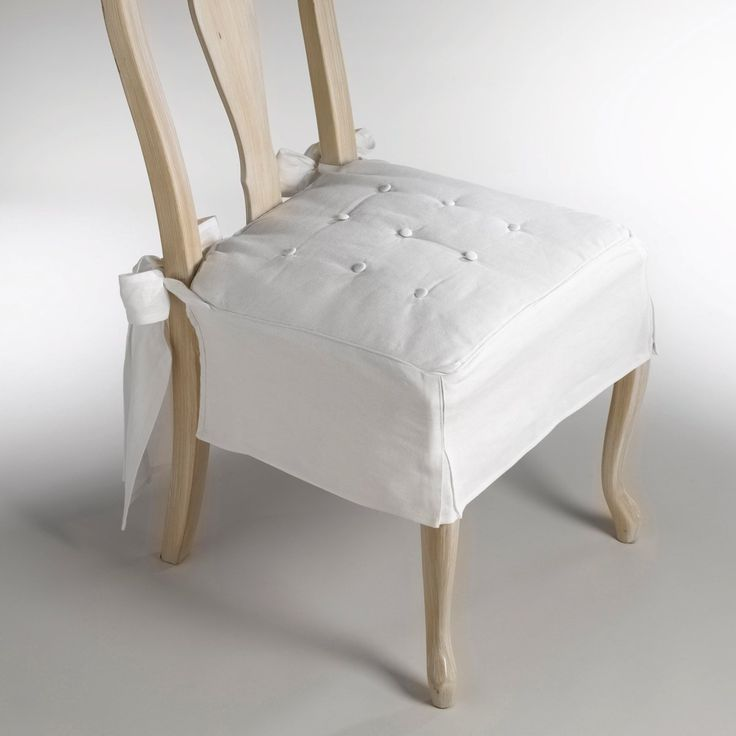 Fundas para sillas con lazada y botones en el asiento