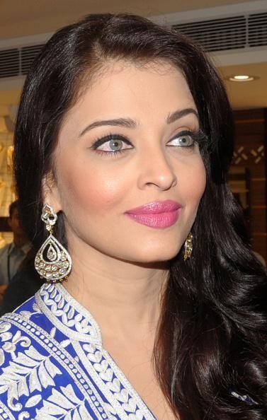 Aishwarya launches jewellery showroom in Punjab | PINKVILLA
