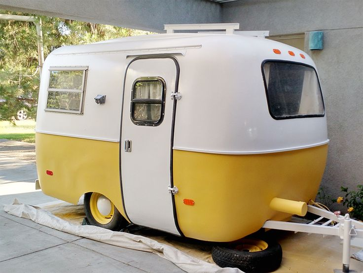 Our Two Toned Scamp - Scamp Remodel - littleladylittlecity.com #ScampTrailer #ScampRemodel #VintageTrailer