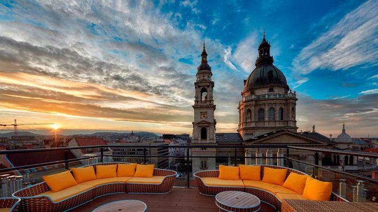 L'hôtel Aria doté d'un bar sur son toit-terrasse avec vue panoramique sur Budapest et la basilique Saint-Etienne.