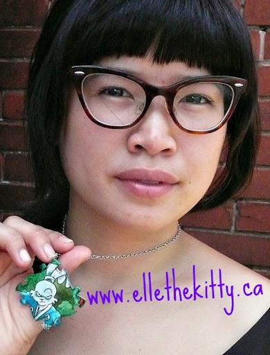 Usagi Jojimbo used comic accessory (can be a pendant or a zipper pull)  handmade from recycled manga comic, background was hand-repainted for better contrast  www.ellethekitty.ca