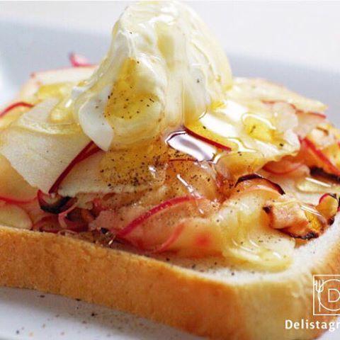 delicious photo by @akyhim この見た目はたまらない @akyhim さん特製のトーストには、今が旬の紅玉のスライスをたっぷりトッピング❤️さらにその上にはマスカルポーネと蜂蜜も…!酸味が強い紅玉この組み合わせは、まさに完璧✨美味しいごはんを食べて、今日もとびきりの元気で楽しみましょう . -------------------------- ◆インスタグラムの食トレンドを発信する、食卓アレンジメディア「おうちごは ん」も更新中✨ プロフィール欄のリンクから見れますよ https://ouchi-gohan.jp/ -------------------------- ◆このアカウントではインスタグラマーさんの素敵なPicをご紹介しています。 ハッシュタグ#LIN_stagrammer#delistagrammer #デリスタグラマー を付けて投 稿してみてくださいね! ※これらいずれかのハッシュタグがついた投稿を、おうちごはんFacebookページ でもご紹介させていただくことがございます。…